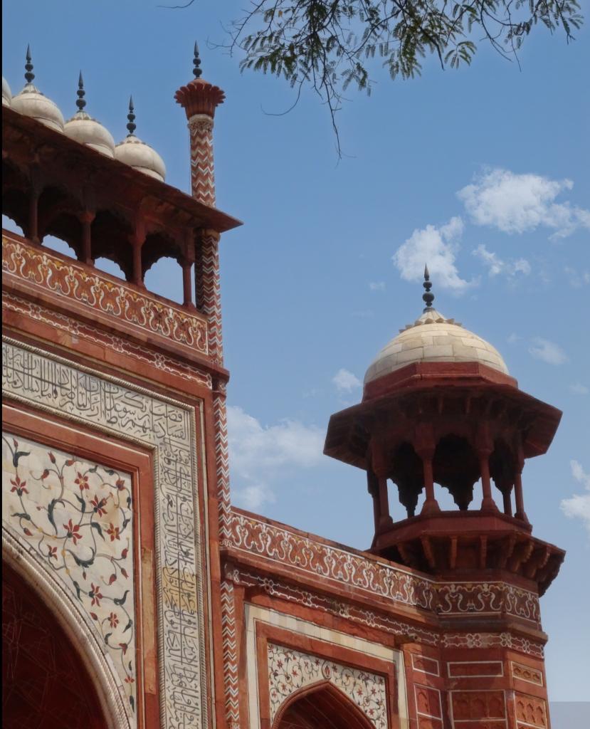 Détails architectural de la porte d'entrée du Taj Mahal
