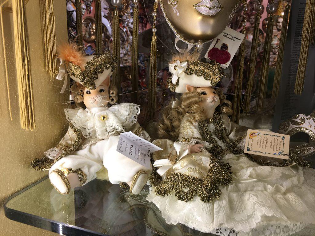 poupée déguisées pour le carnaval de venise