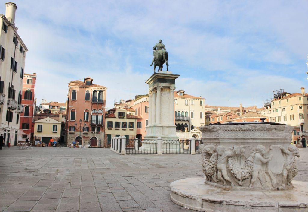 place historique du viex centre de Venise en Italie