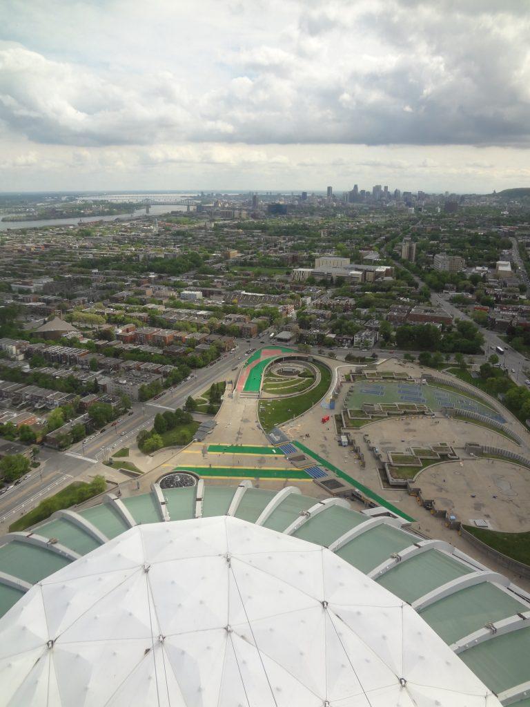 vue panoramique du haut du stade olympique de montréal