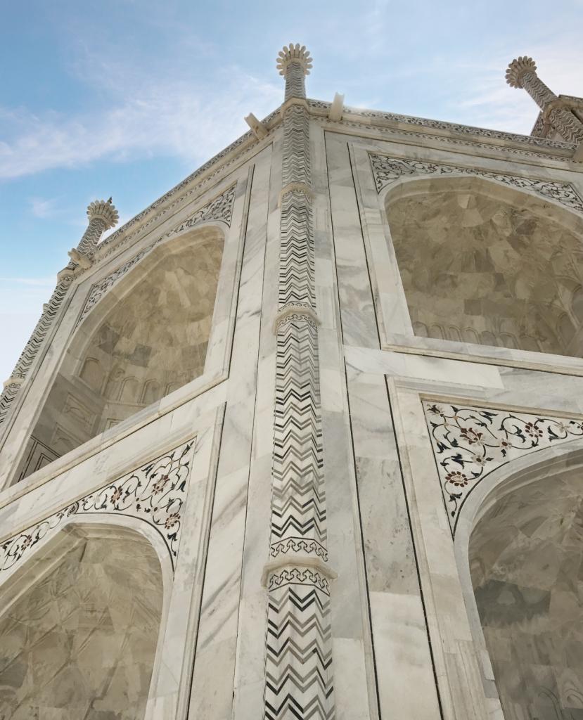 détails des murs extérieurs du Taj Mahal